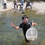親子渓流釣り教室戸川 魚つかみ